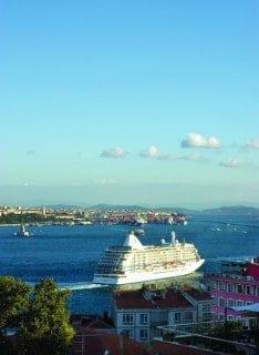 豪華客船に乗って優雅な船旅