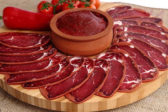 パストラミビーフはトルコ発祥?!知られざる歴史や美味しい食べ方、簡単レシピ