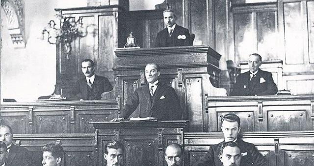 トルコ初代大統領 ムスタファ・ケマル・アタテュルク