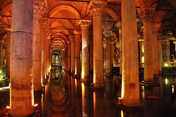 イスタンブール・地下宮殿観光|...