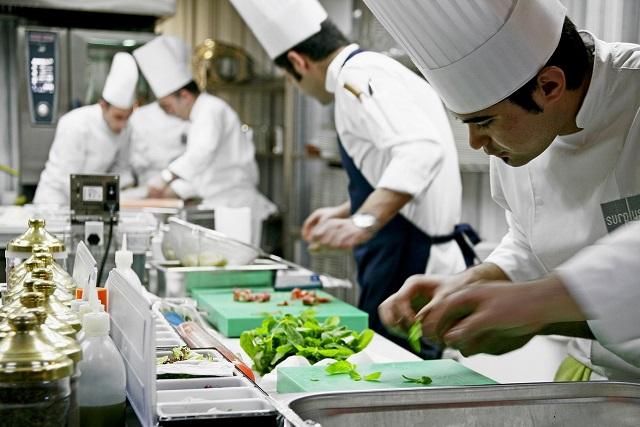 世界三大料理は、なぜフランス料理・中華料理・トルコ料理なの?歴史と特徴を解説