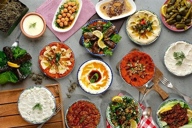 お酒にピッタリ!トルコの前菜「メゼ(Meze)」:フムス、アジュル・エズメなど