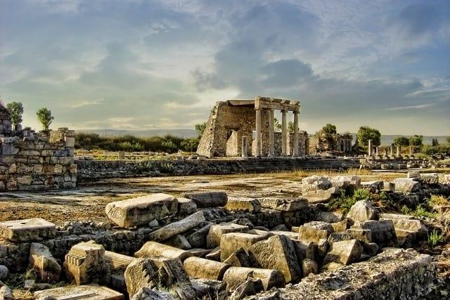 ミレトス遺跡|ミレトス学派を生んだ政治・文化の中心都市