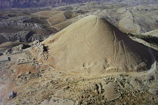ネムルート山