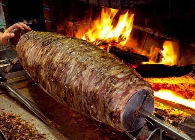 ドネルケバブは何の肉