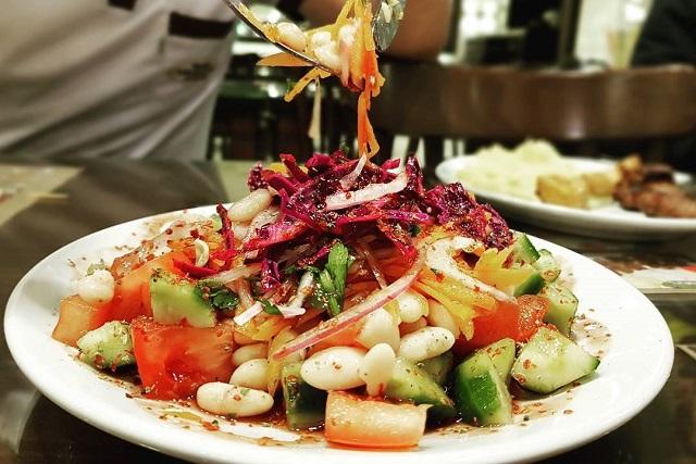 トルコのスープとサラダ:メルジメッキ・チョルバス、チョバン・サラタスなど